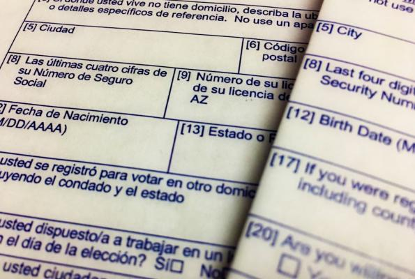 Voter registration form in Spanish and English